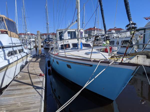 Photo Pilothouse sailboat 4439 Ted Brewer - $62,000 (Little River)