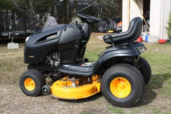Photo Poulan riding lawnmower 42quot mower - $900 (shallotte)