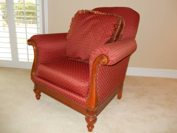 Photo Really Nice Living Room Chair - Thomasville - RedBurgundy - $75 (Myrtle Beach)