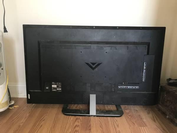 Photo Vizio 50 inch TV with antenna. TV needs new screen - $10 (Myrtle Beach)