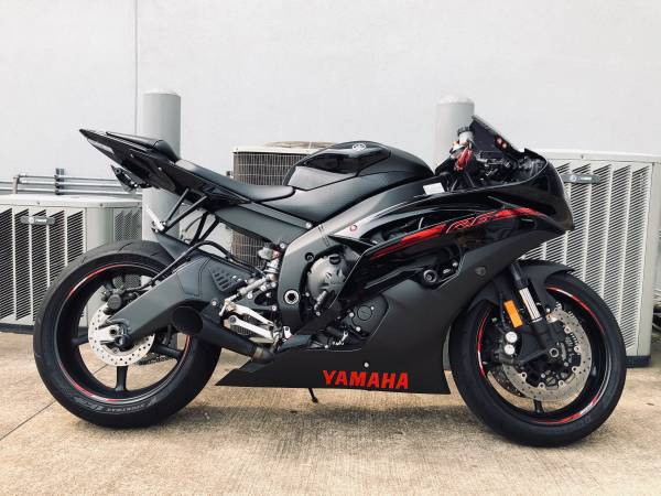 Photo 2015 Yamaha YZF- R6 RAVEN EDITION Tastefully Modified MINTREDUCED - $7,300 (Bossier City)
