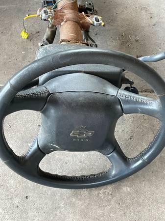 Photo 95-99 Chevy gmc truck steering column - $50 (Waxahachie.)