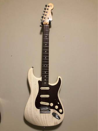 Photo Fender FSR Rustic Ash Olympic White American Stratocaster - $1,250 (College Station)