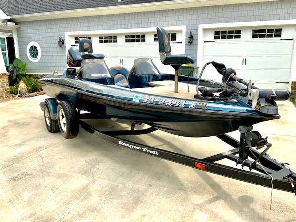 Photo NICE 2000 RANGER R83V BASS BOAT DUAL CONSOLE ONE OWNER EVINRUDE 150 - $12,950 (TYLER TX)