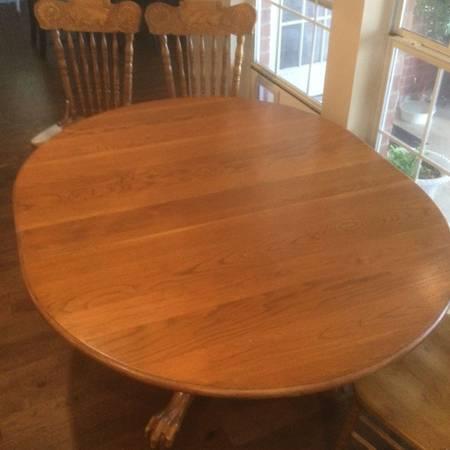 Photo Oak Dining Table w 6 Chairs - $450 (Crockett)