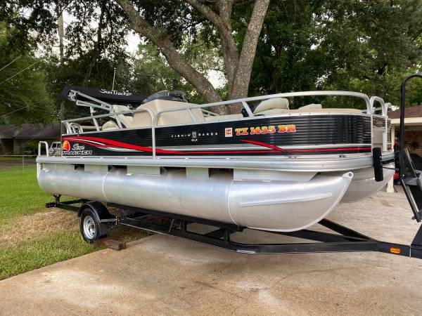 Photo Want to buy pontoon boat I have cash in hand - $100,000 (Tyler)