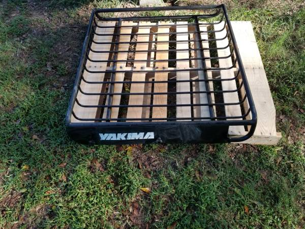 Photo Yakima roof rack - $50 (Livingston)