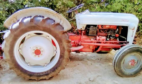 Photo 1954 FORD 640 GASOLINE TRACTOR-RUNS EXCELLENT-CONVERTED TO 12-VOLTS - $2,250 (Summertown, Tennessee )