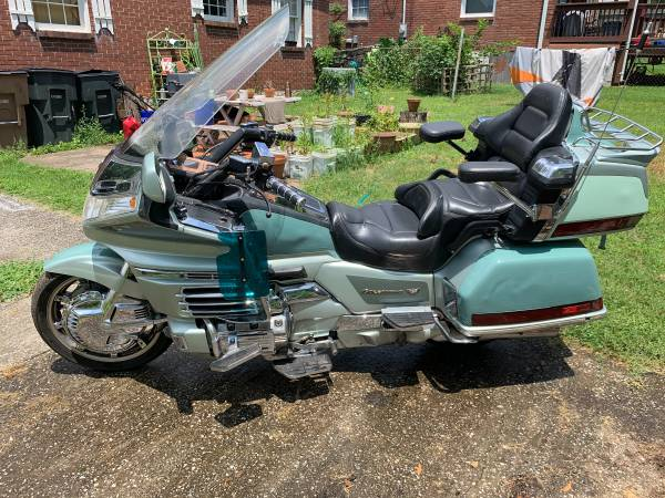 Photo 1999 Honda Goldwing 1500 SE - $2900 (Nashville)