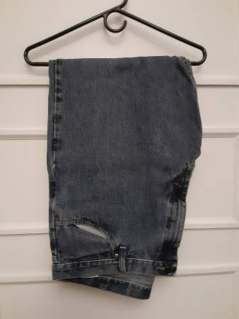 Photo (1) Pair Of Wrangler Relaxed Fit Jeans 42 x 30 - $5 (Murfreesboro)