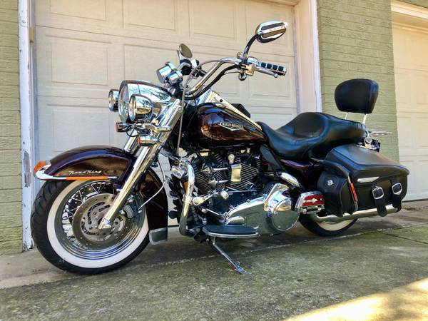 Photo 2007 Harley Davidson Road King Classic  LOTS of Extras - $9,900 (Franklin)