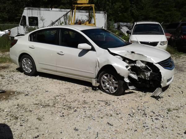 Photo 2011 Nissan Altima 2.5 S Wrecked parts car or rebuild only 80000 miles - $2,000 (PARIS TN)