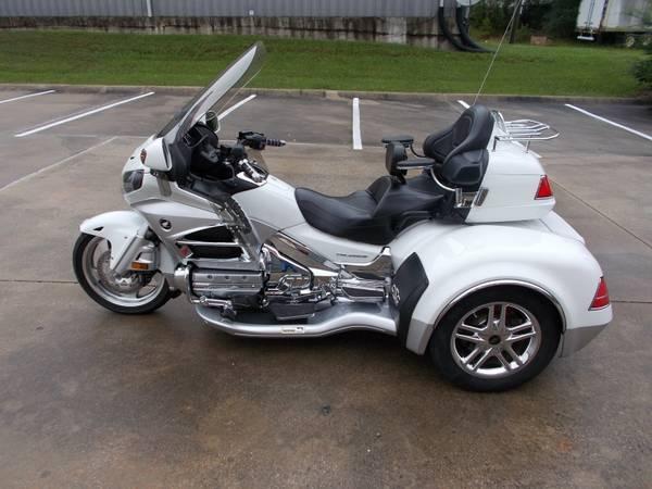 Photo 2012 White Honda Goldwing CSC Trike - $25,900