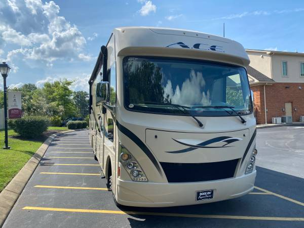 Photo 2017 Thor Ace 29.4 One Owner, 2 Slides, Low Miles, All options - $79,000 (Nashville)