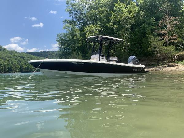 Photo 2018 Robalo 246 with Yamaha V8 350 and trailer - $84900 (Hendersonville)