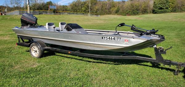 Photo 89 Bass Tracker Pro FISHING Boat for sale. - $3,500 (Spring Hill)