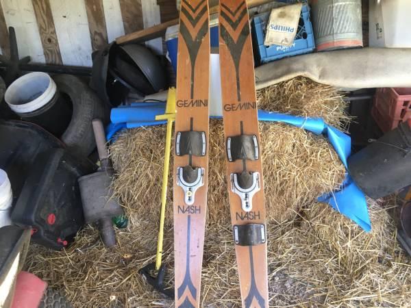 Photo Antique Gemini skis - $35 (Columbia)