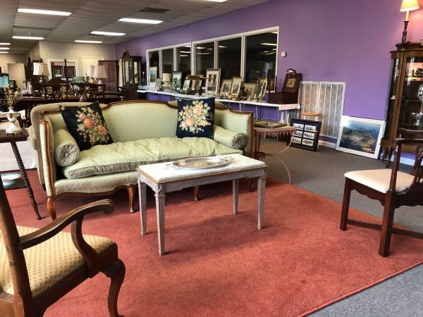 Photo Belle Meade  Green Hills Downsizing Sales - by BLVD Estate Sales (3317 Charlotte Avenue)