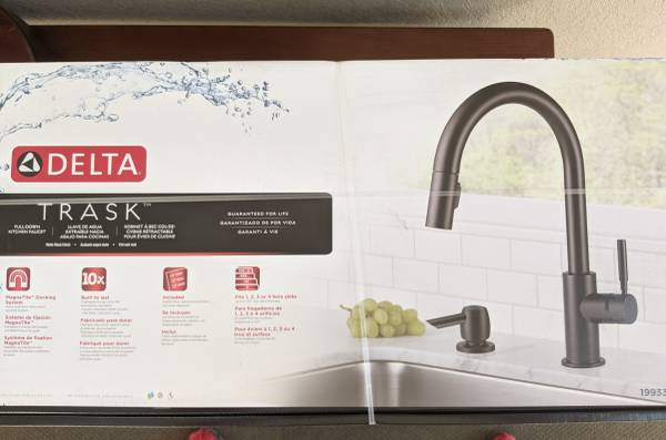 Photo Brand New Delta Trask kitchen faucet (Matte Black) - $200 (Nashville)