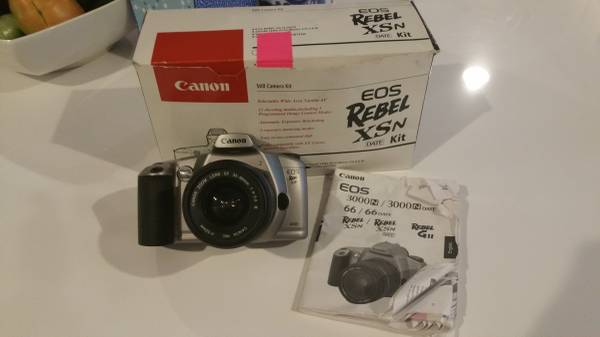 Photo CANON EOS Rebel XSn 35mm SLR Film Camera - $50 (Brentwood)