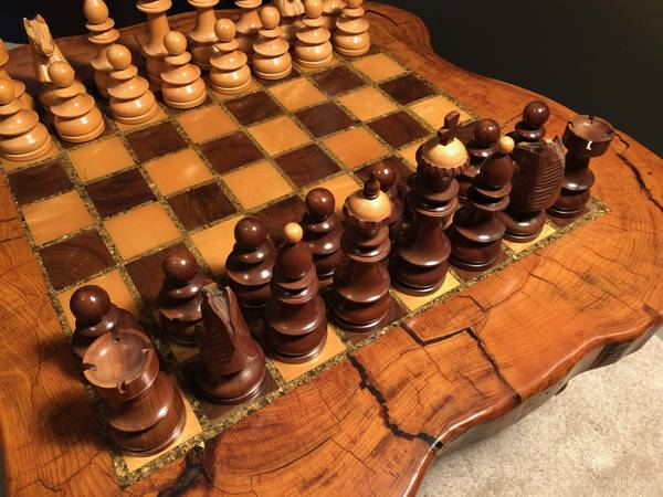 Photo Custom Wood Chess Table Set - $1 (Thompsons Station)