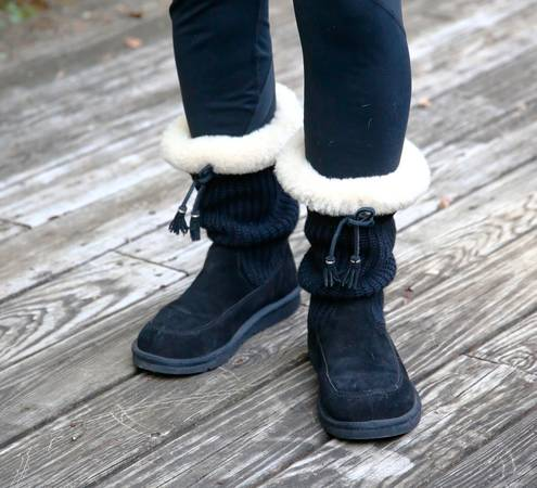 Photo Gorgeous Black Uggs For Sale - $100 (Franklin)