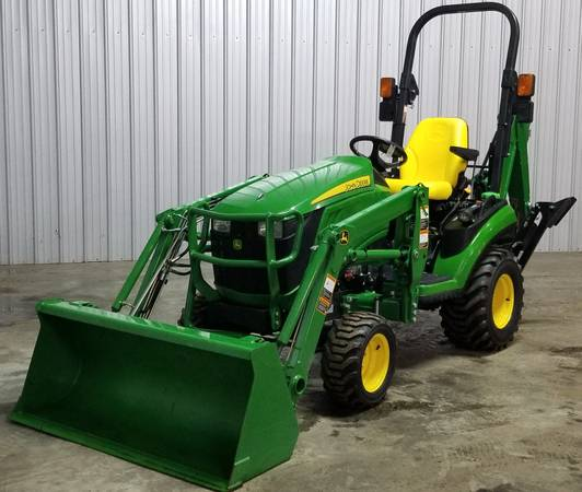 Photo John Deere 1025R Tractor Loader Backhoe 1026R - $16900 (Lewisburg)