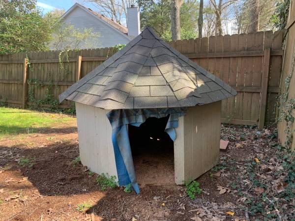 Photo Large Dog House (Murfreesboro)