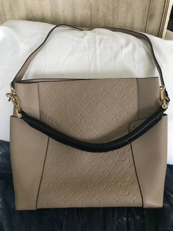 Photo Louis Vuitton Empreinte Artsy MM - $175 (Gallatin)