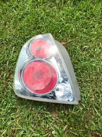 Photo Nissan Altima Tail Light 05-06 - $30 (Percy Priest Lake)