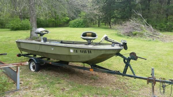 Photo Project Boat (1960s Bomber) - $800 (Ashland City)