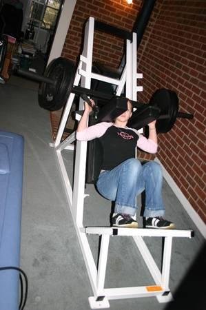 Photo Reflex Upright Squat Machine - $815 (Murfreesboro)