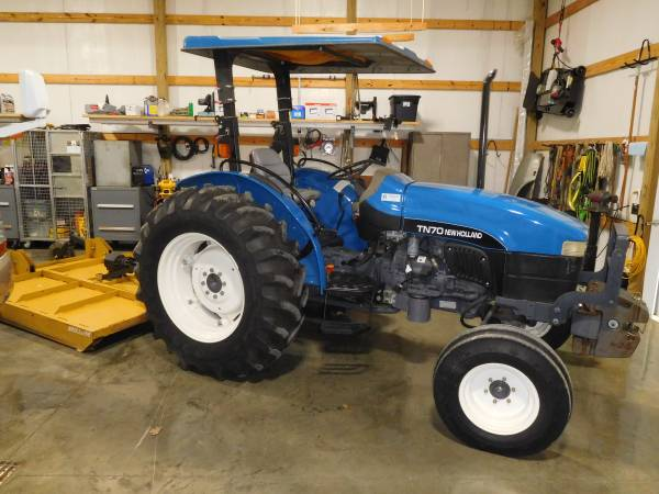 Photo TN-70 New Holland Tractor - $14500 (Dickson)