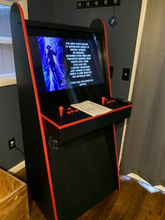 Photo Two Player Arcade Game FULL SIZE Over 8000 Games 32quot Screen - $1,400 (Bowling Green)