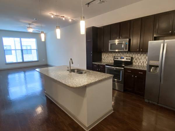 Photo USB Ports  Access to a Cyber Caf in This 1x1 Apt. near Music Row (Nashville, TN)