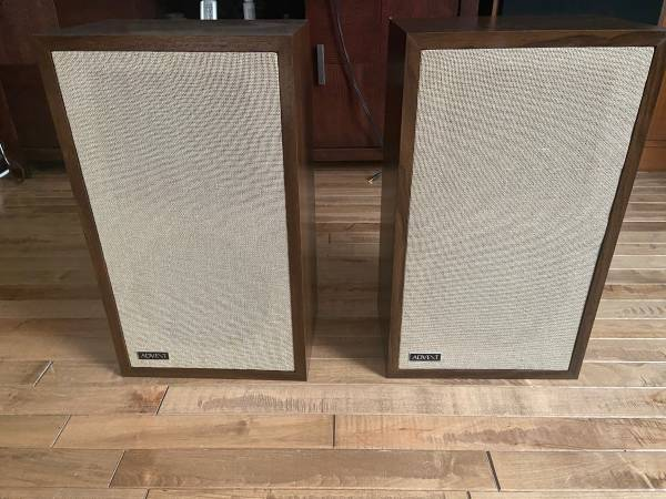 Photo Vintage Advent 2W Speakers - $150 (Nashville)