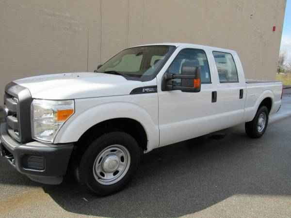 Photo 2013 FORD F250  SUPER DUTY  CREW CAB  1 OWNER  - $15725 (NO DOC FEES)