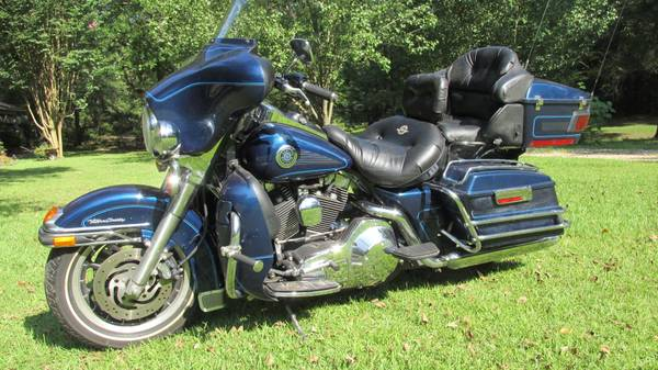 Photo 2000 Metallic Royal Blue Harley Davidson Electra Glide Ultra Classi - $5,250 (Choudrant)