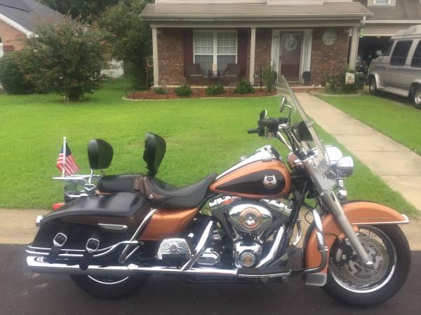 Photo 2008 Harley Davidson Road King Classic 105 Year Anniversary Model - $7,500 (Tuscaloosa Alabama)