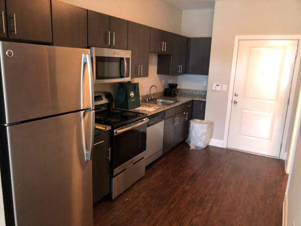 Photo FULLY FURNISHED Studio  2 Bedroom Apartments available 102 - MTM (Lafayette)