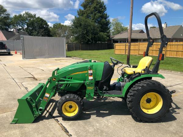 Photo John Deere 2520 Tractor 26HP 4WD Front End Loader HST 280Hrs - $13,900 (Baton Rouge)