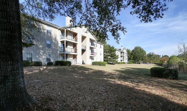 Photo Large Patios  Balconies, Community Clubhouse, Pay Rent Online (51 Northtown Drive, Jackson, MS)