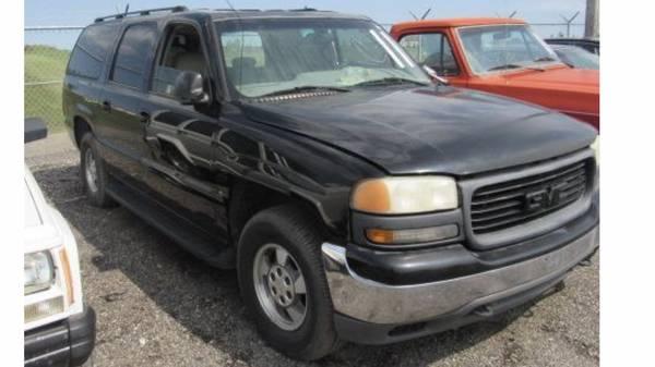 Photo 2002 GMC Yukon suburban 4x4 parts - $121 (Fm)