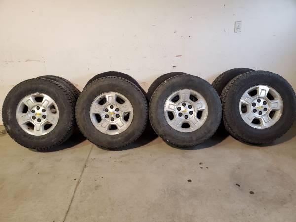 Photo Chevy wheels (P26570R17) - $400 (Fargo)