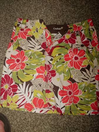 Croft  Barrow Floral Skirt - $5 (N Fargo)