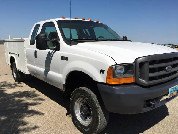 Photo FOR SALE , 2001 FORD SUPER DUTY F-350 4X4 TRUCK WITH SERVICE BOX  - $8,000 (GRAND FORKS N DAK)