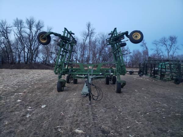 Photo John deere 2410 chisel plow - $32,500 (Wahpeton)