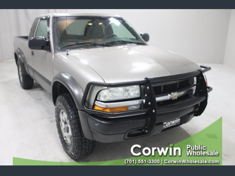 Photo Used 2003 Chevrolet S10 Pickup LS for sale
