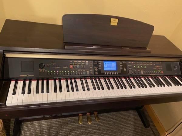Photo Yamaha Clavinova CVP 301 Piano - $1,500 (missoula)