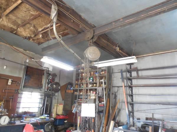 Photo 12 and 1 ton chain hoist - $45 (West Haven Ct.)